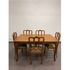 Table with 5 chairs