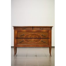 Antique mahogany chest of drawers with walnut inlays