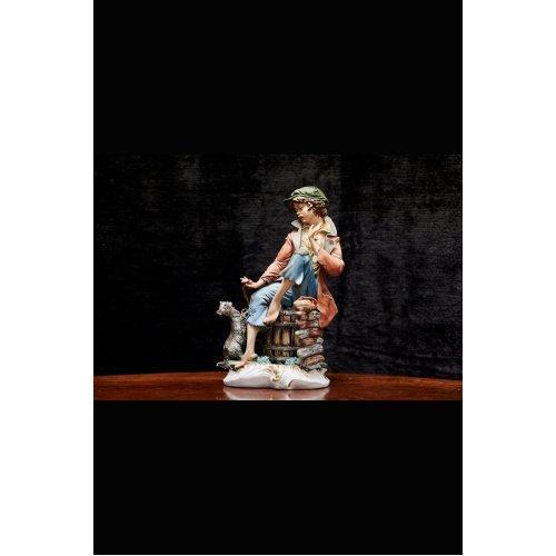 """Porcelain figure La Fuente """"Girl with a cat"""""""